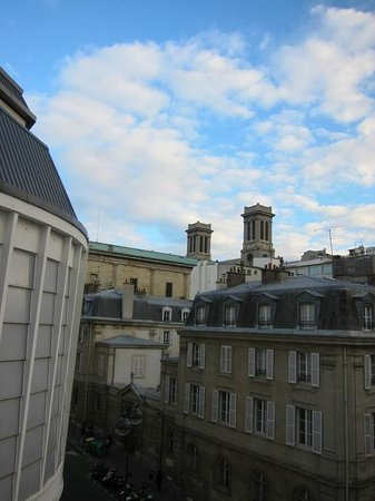 Hotel Rocroy: We can see the church from our room