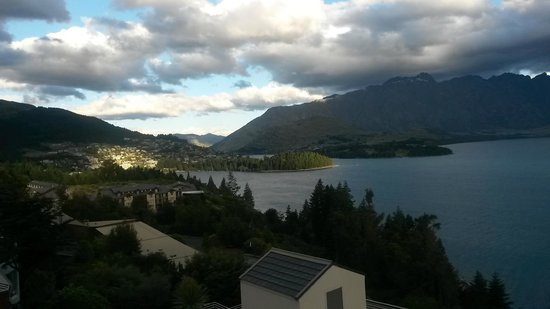 Mercure Resort Queenstown : View of Queenstown and Lake Wakatipu from our room