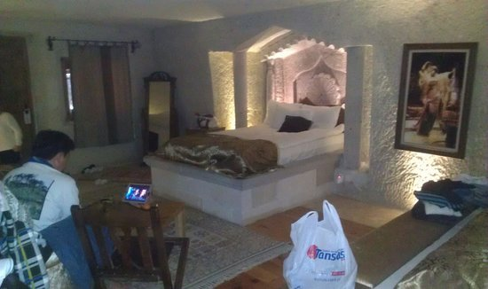 Ottoman Cave Suites: Our room