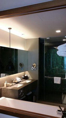Avista Hideaway Phuket Patong, MGallery by Sofitel: Bathroom in family Vista