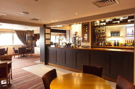 Premier Inn London Hanger Lane Hotel: Bar