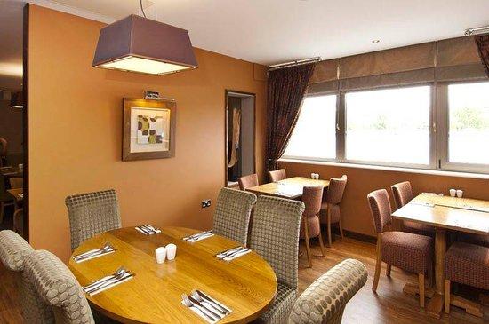 Premier Inn London Hanger Lane Hotel: Restaurant