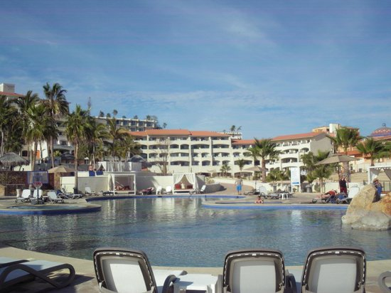 Sandos Finisterra Los Cabos: View of building from pool area