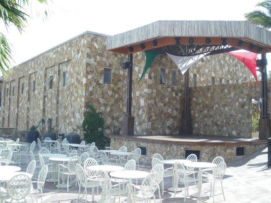 Sandos Finisterra Los Cabos: Outdoor stage area