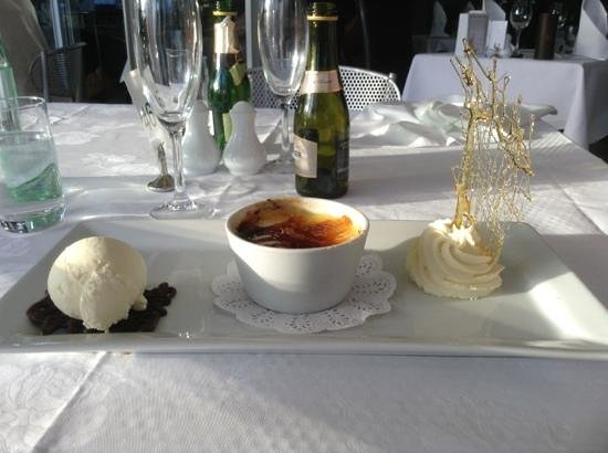The Tides Restaurant & Bar : creme brulee from the impressive dessert menu