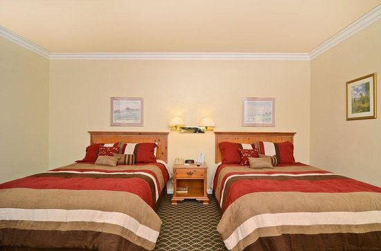 Americas Best Value Inn & Suites: 2 Queen Beds Balcony