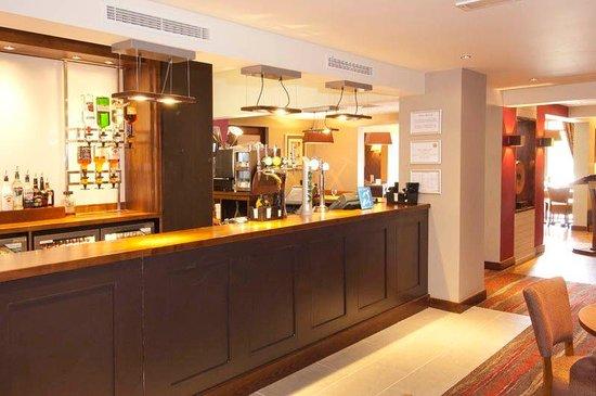 Premier Inn Rochester Hotel: Bar