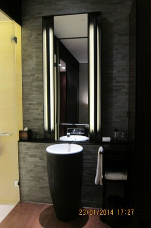 The PuLi Hotel and Spa: two exact sink for each