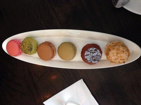 Le Cafe Lenotre : Macaron sampler