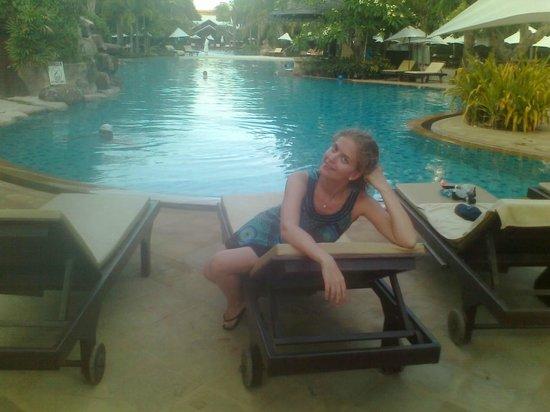 Ravindra Beach Resort & Spa: Один из бассейнов на территории отеля.