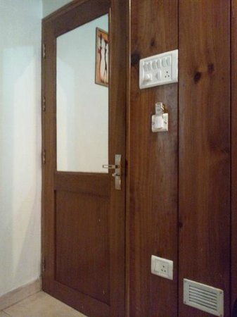 Ashutosh Inn: 部屋入口