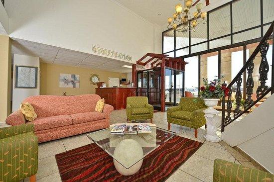 Americas Best Value Inn: Lobby Two