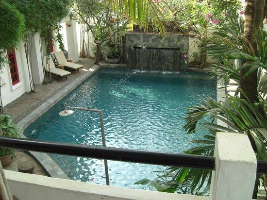 Rambutan Hotel Siem Reap: Looking down to pool