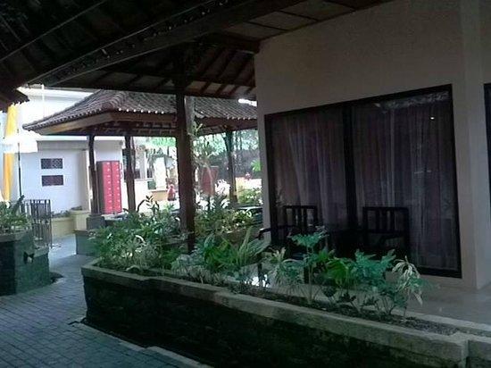 Bounty Hotel: outside room
