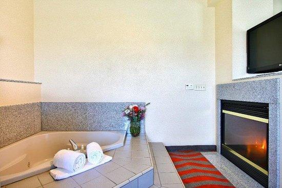 Holiday Inn Express & Suites Boise West - Meridian : Jacuzzi Holiday Inn Express and Suites Boise Meridian Hotel Idaho