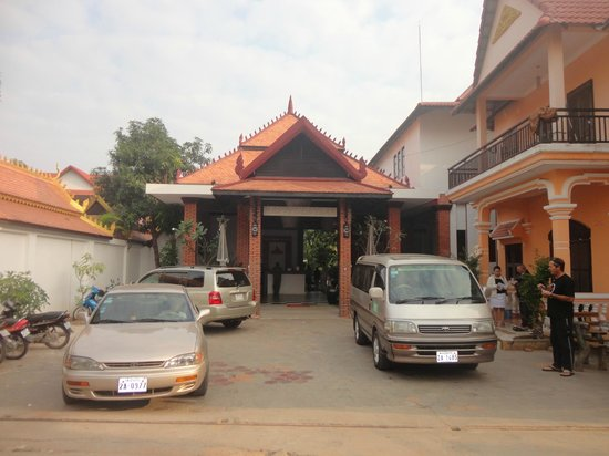 Central Boutique Angkor Hotel : Front of the hotel