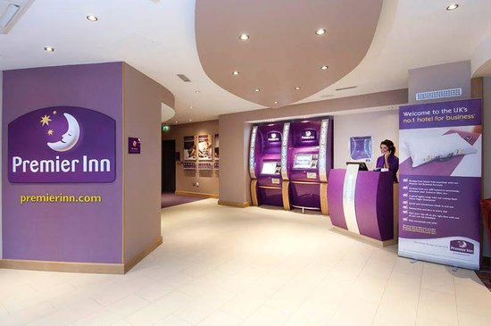 Premier Inn London Richmond Hotel: Reception