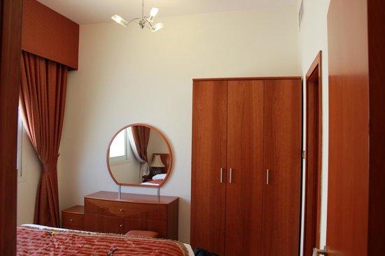 La Villa Najd: Dresser