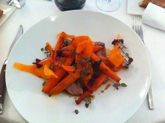 Restaurant Origine: Plat, filet mignon de veau carotte caramélisé et purée