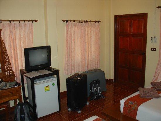 Lanta Pearl Beach Resort: Bungalow A1
