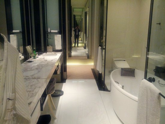 Keraton at The Plaza, a Luxury Collection Hotel: Bathroom
