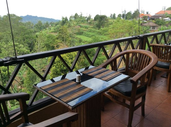 Pacung Indah Hotel & Restaurant: Dining area with nice view of rice terrace