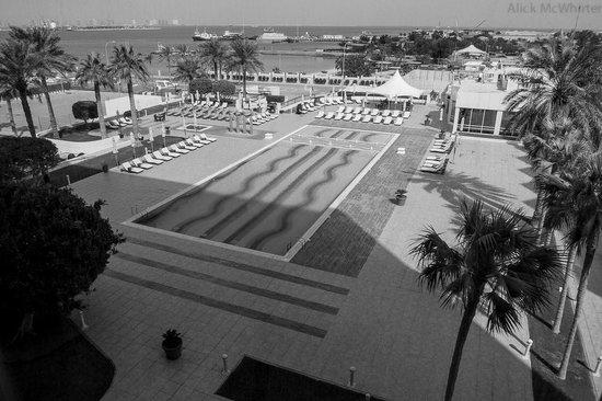 Doha Marriott Hotel: Pool area