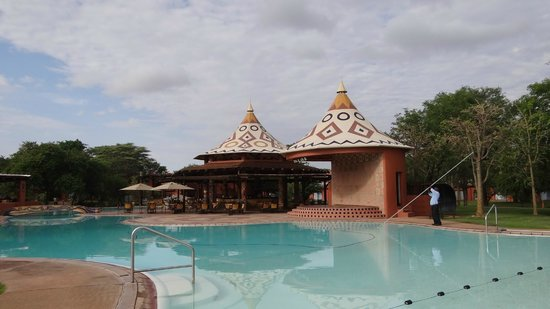 AVANI Victoria Falls Resort: The bar and music arena