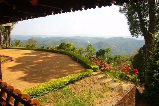 Kollenkeril Plantation Home-Stay Bungalow: Billion dollar view!