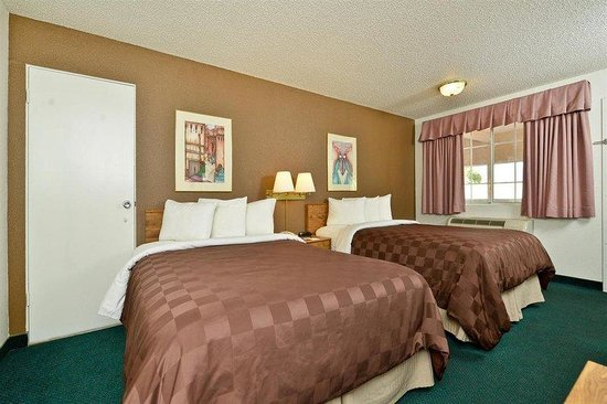 Americas Best Value Inn Yuma Chilton Conference Center : 2 Queen Guest Room