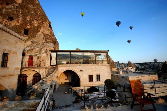 Mithra Cave Hotel: açık alan