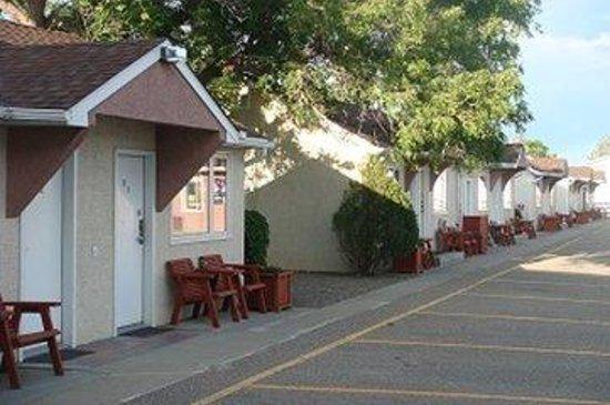 Red Coat Inn Motel: Side