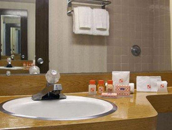 Days Inn Vernon : Bathroom