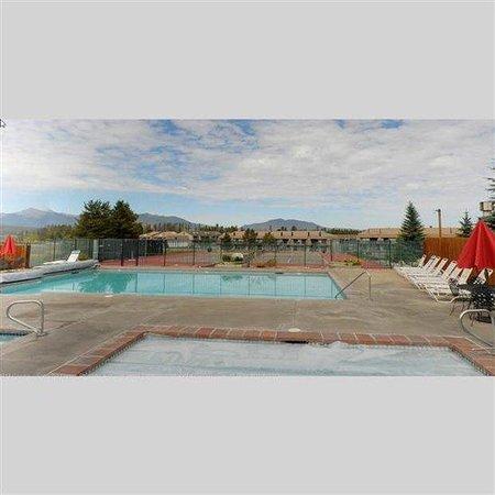 Pines at Meadow Ridge: Outdoor Pool