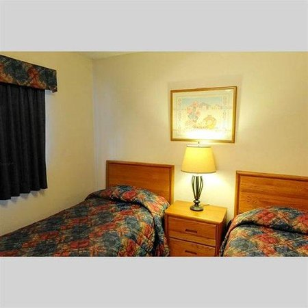 Pines at Meadow Ridge: Bedroom