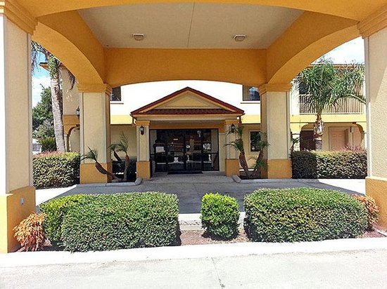 Motel 6 Sulphur : Exterior