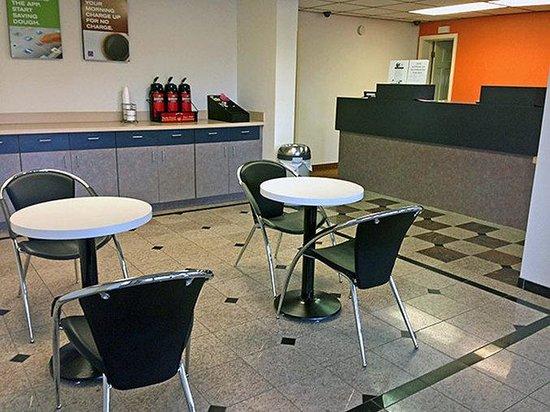 Motel 6 Sulphur : Lobby