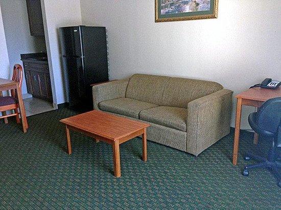 Motel 6 Sulphur: Suite