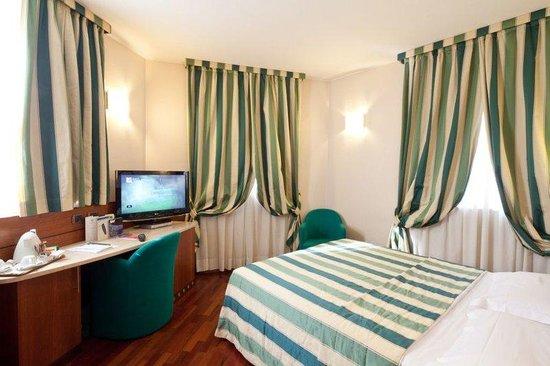 BEST WESTERN Hotel Mirage: Guest Room