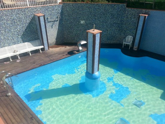 Checkin Bungalows Atlantida: Heated pool