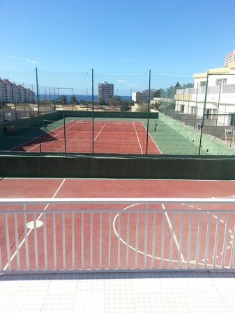 Checkin Bungalows Atlantida: Tennis court