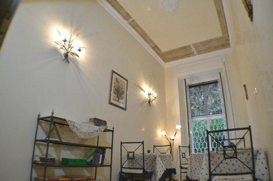 B&B Tucci's house Roma: sala lettura-relax