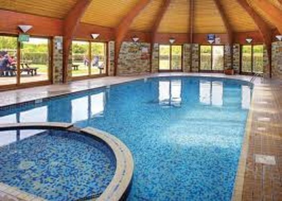 Lakeview country club bodmin lodge reviews photos - Hotels in weymouth with swimming pool ...