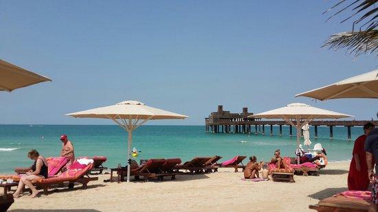 Jumeirah Al Qasr at Madinat Jumeirah: Beach area - Al Qasr...end is the Pier Chic seafood restaurant
