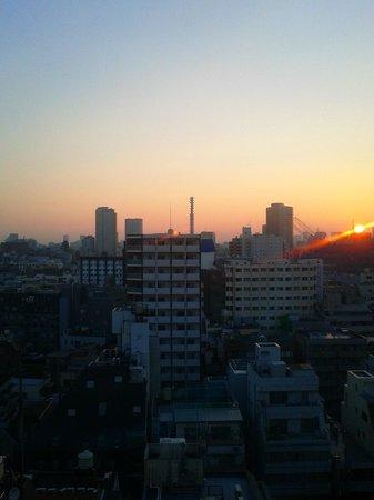 Via inn Shinjuku: 客室からの旭