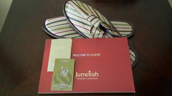 Jumeirah Al Qasr at Madinat Jumeirah: Welcome-key, slippers