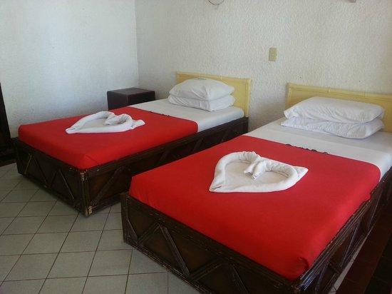 Estaca Bay Gardens Conference Resort: a twin room
