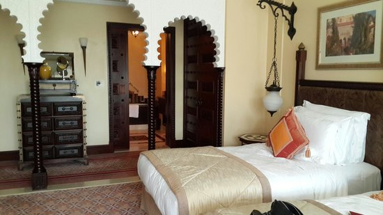 Jumeirah Al Qasr at Madinat Jumeirah: Twin bedroom