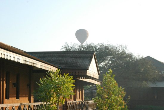 Bagan Lodge : Get up early and see the balloons