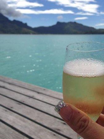 InterContinental Bora Bora Resort & Thalasso Spa : bubbles with a million dollar view